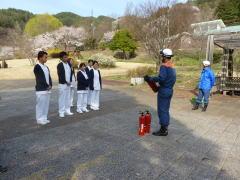 依田窪南部消防署消防士をお迎えして 消火器の取り扱いの指導を頂きました
